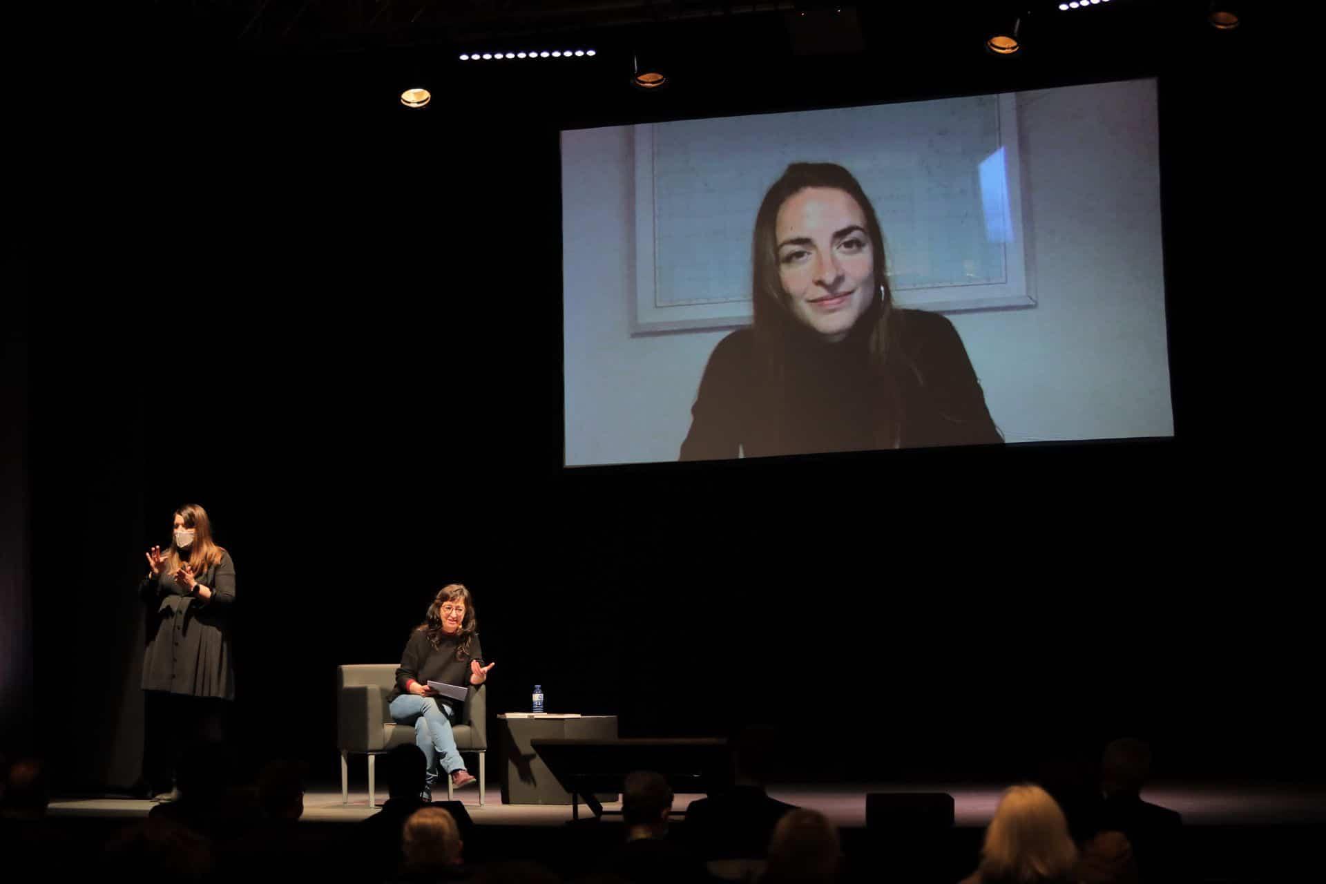 Conversa entre Eva Vàzquez i Irene Solà, al MOT 2021. Foto: Martí Albesa