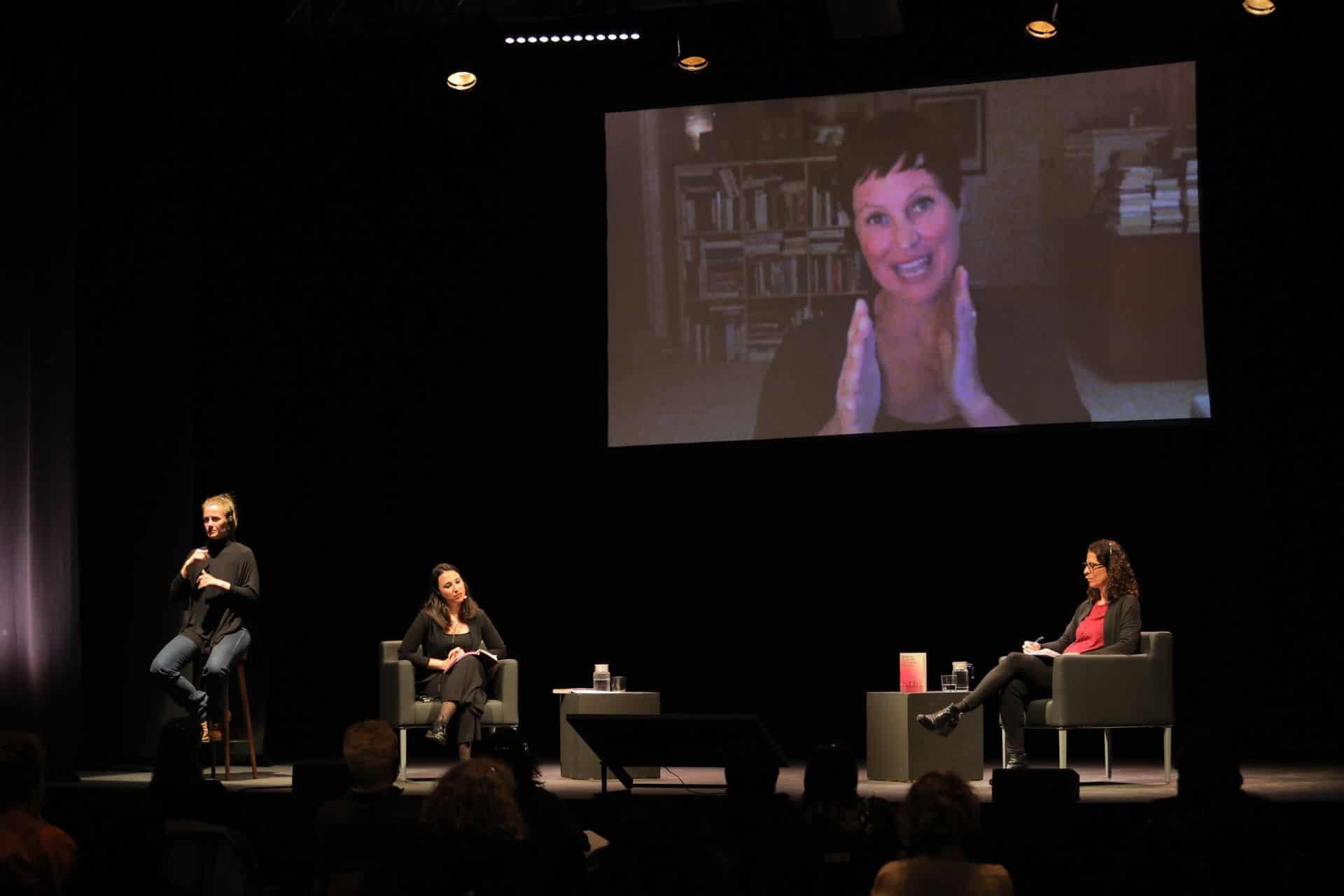 Conversa entre Heather Rose, Àngels Moreno i Maria Sampere al MOT 2021. Foto: Martí Albesa